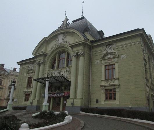 Чернівецький академічний театр