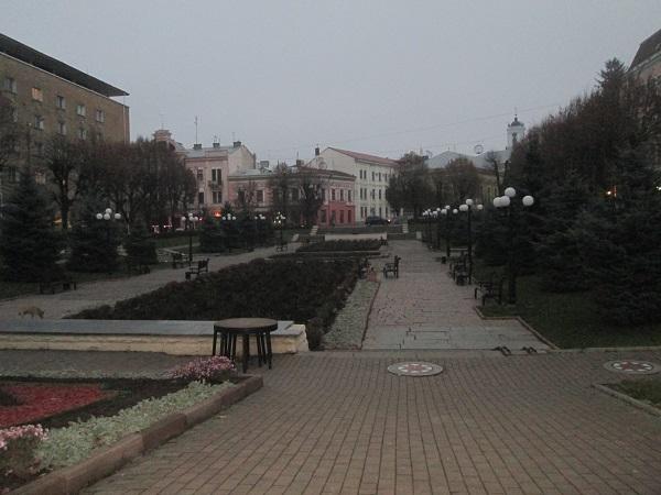 Площа перед Чернівецьким академічним театром