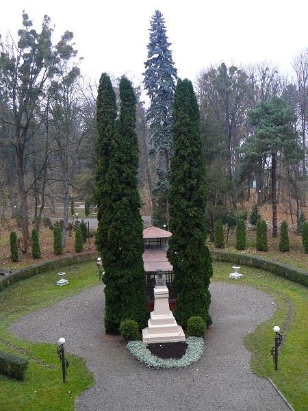 Вигляд з внутрішнього подвір'я Чернівецького університету