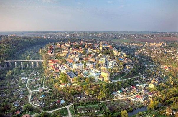 Панорама старої частини міста Камянця-Подільська ввечері