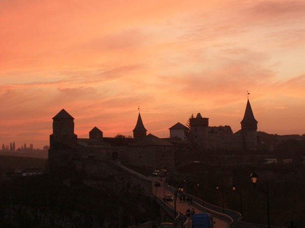 Камянець-Подільський замок ввечері