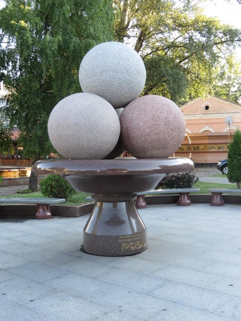 Пам'ятник морозиву Рудь