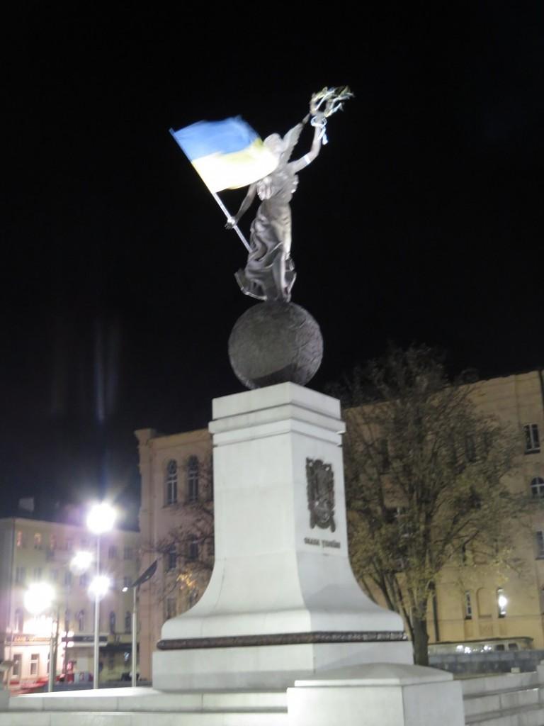 Памятник Незалежності Україна, що летить (1)