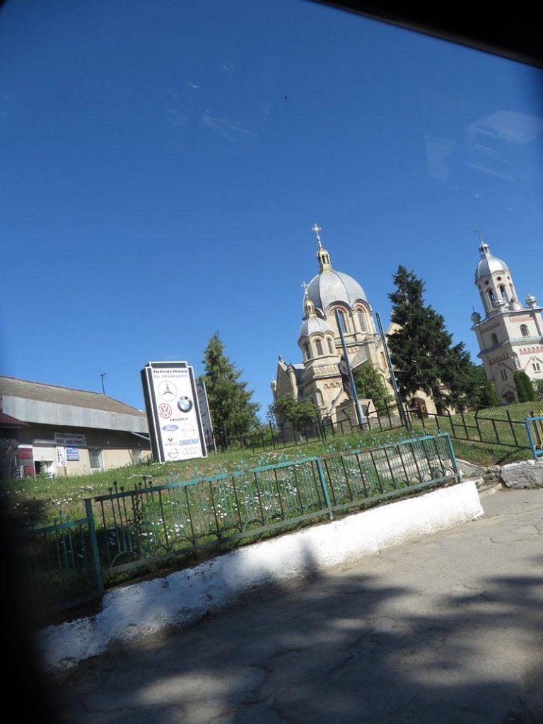 Якась красива церква по дорозі до Репужинців